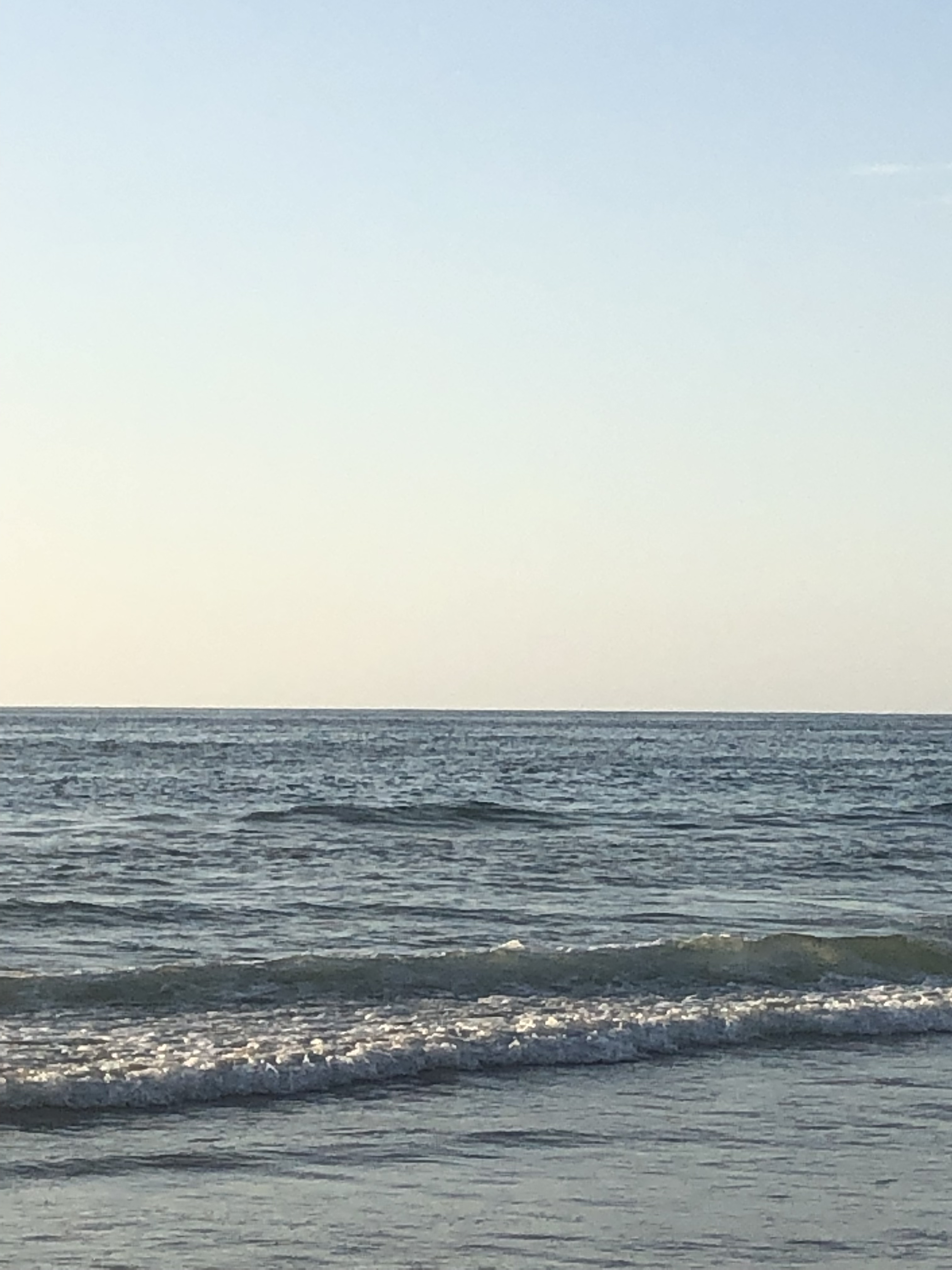 ocean waves crawling into shore